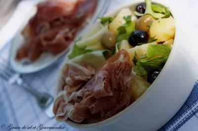 Salade apéritive aux olives, pommes de terre et jambon de Parme