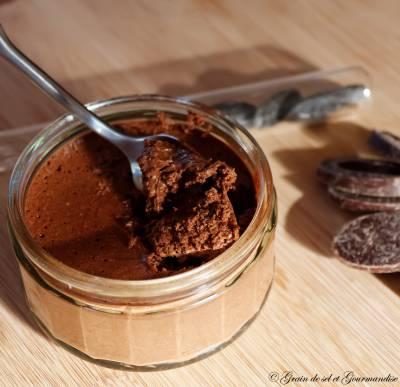 Mousse au chocolat à la fève tonka