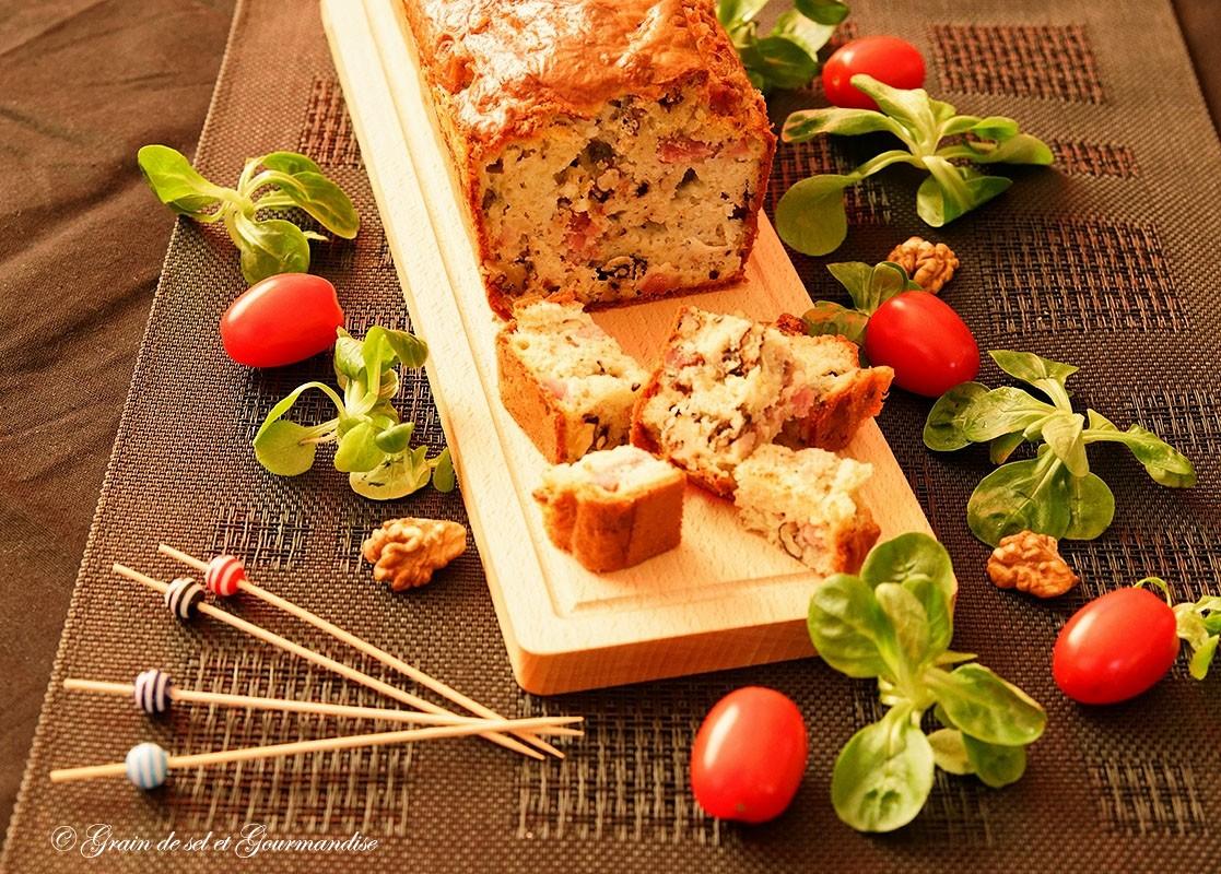 Cake aux noix, lardons et Roquefort